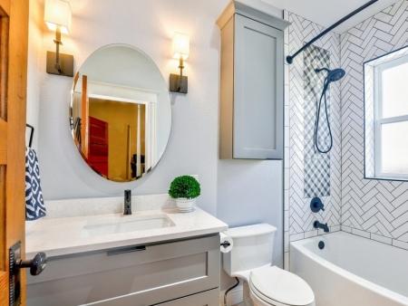 Cómo iluminar un baño: Todos los trucos