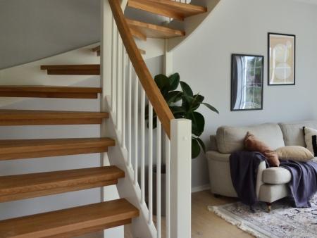 ¿Cómo iluminar escaleras interiores? Trucos imprescindibles
