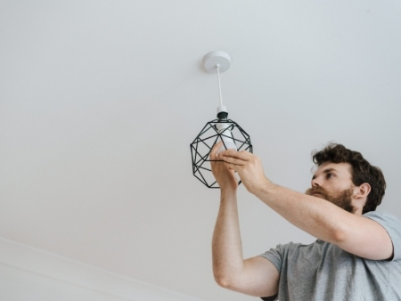 ¿Cómo Colgar una Lámpara Fácilmente? ¡Paso a Paso!